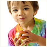 346_kid_with_fruit_165